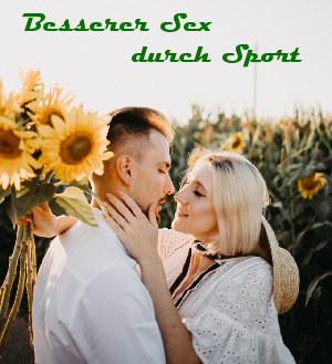 Besserer Sex durch Walken Zwei Liebende im Sonnenblumenfeld
