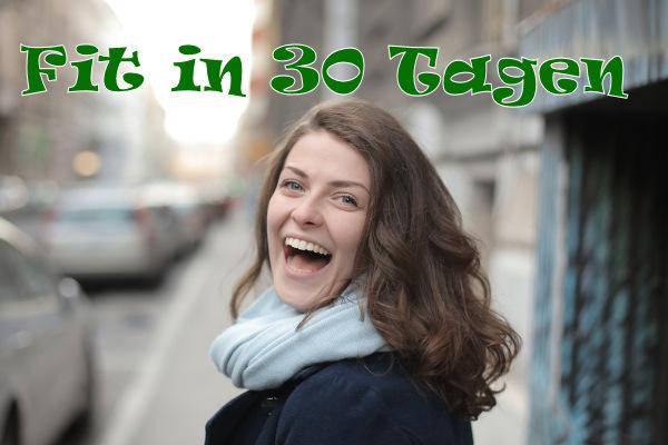 Lachende Frau Fit in 30 Tagen